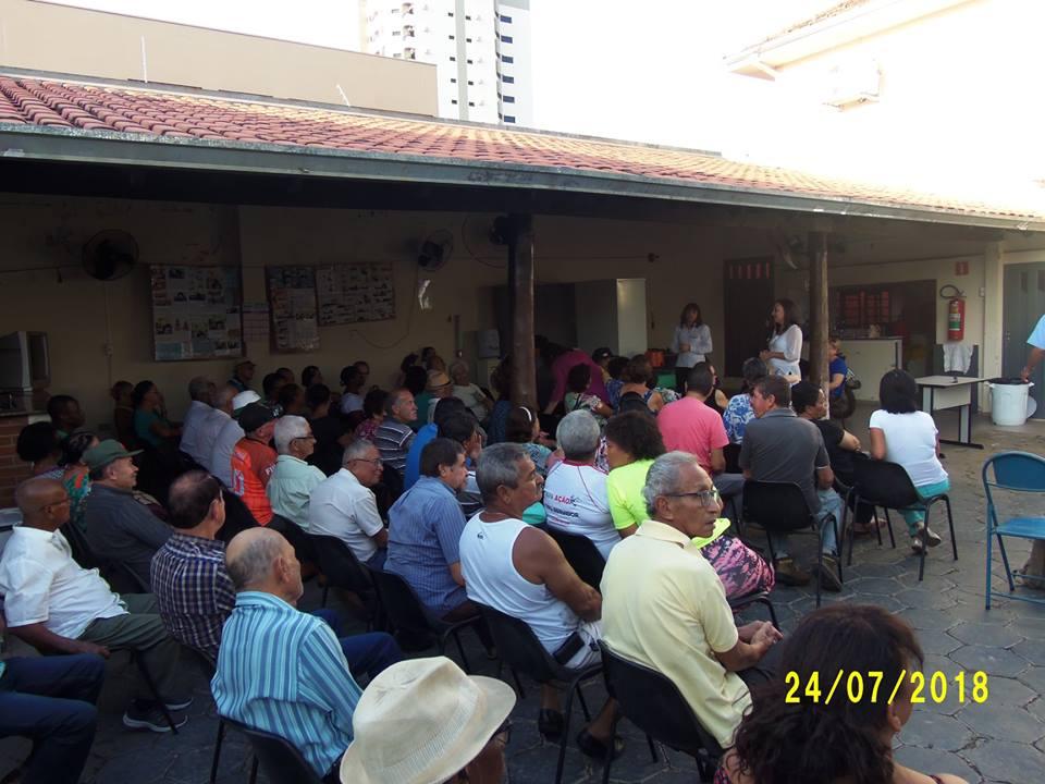 Reunião com aposentados discute atraso no horário do pagamento