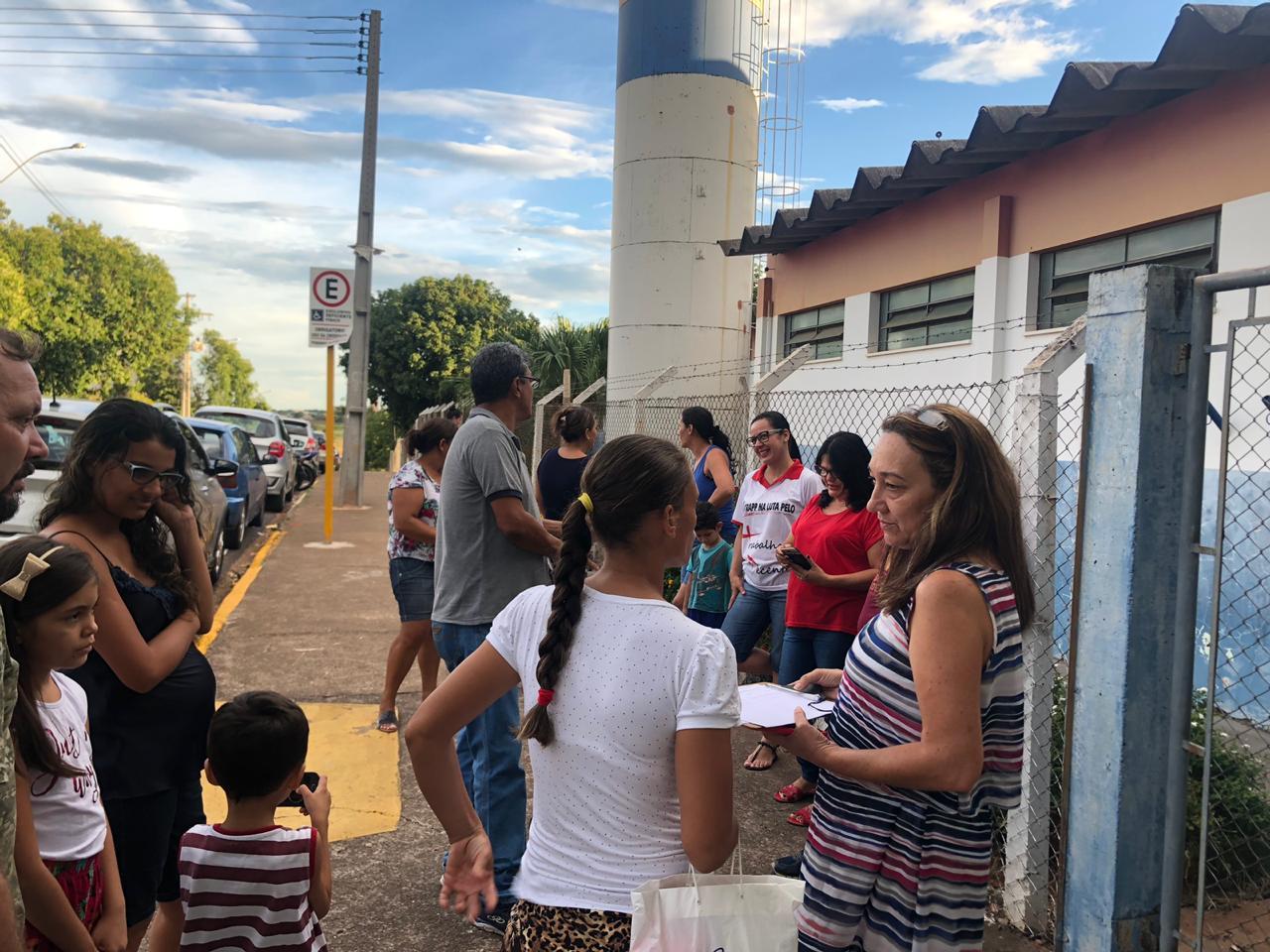 Sindicato faz reunião com famílias de estudantes da escola Carlo Ceriani