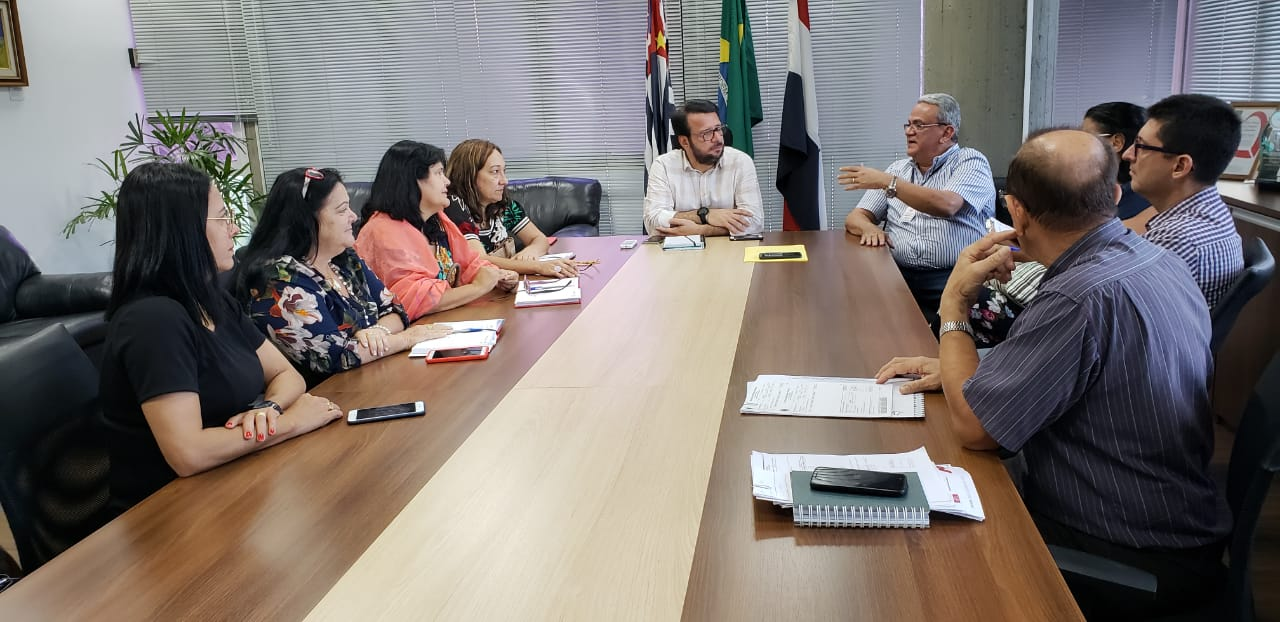 Prefeitura alega dificuldades financeiras em conversa com SINTRAPP