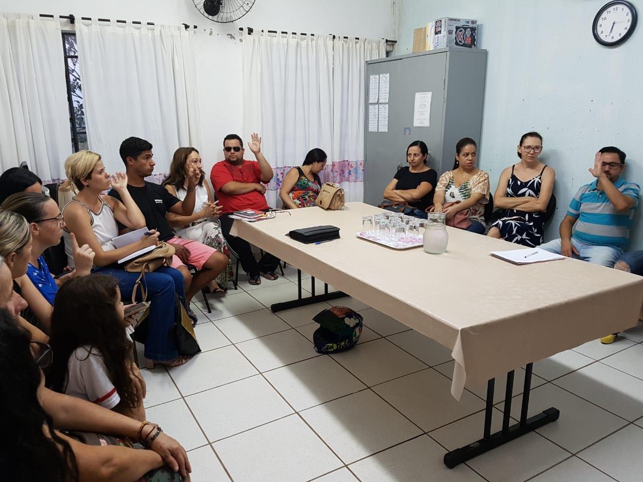 Sindicato participa de reunião em escola