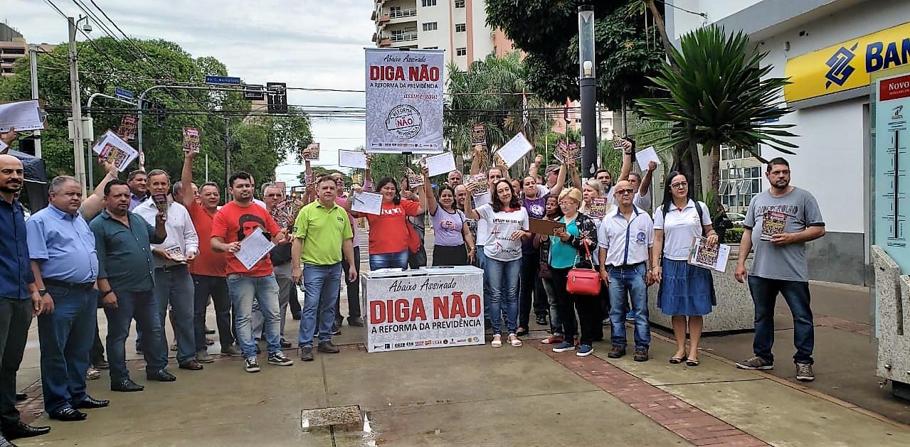 SINTRAPP inicia semana com coleta de assinaturas contra Reforma da Previdência